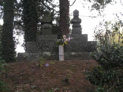 城前寺の曽我兄弟の墓