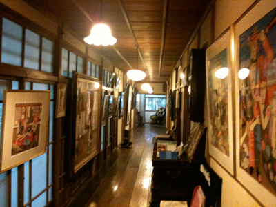 平賀敬美術館の廊下